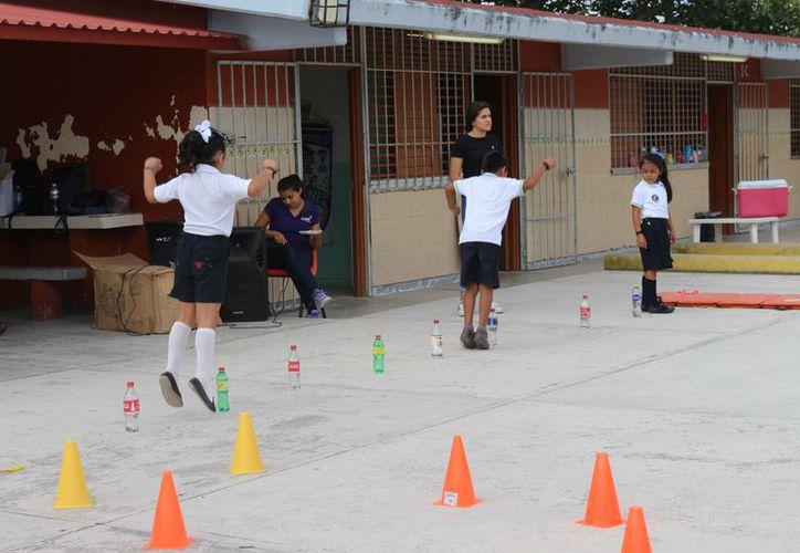 Los alumnos participaron en varias actividades en una escuela de Tierra Maya. (Paola Chiomante/SIPSE)