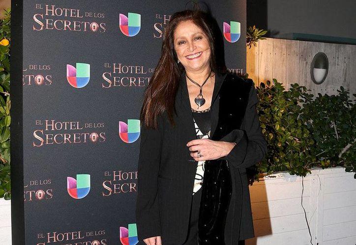 La actriz y cantante Daniela Romo, quien es sobreviviente de la enfermedad, subraya la importancia de la prevención. (Foto tomada de teleprograma.es)