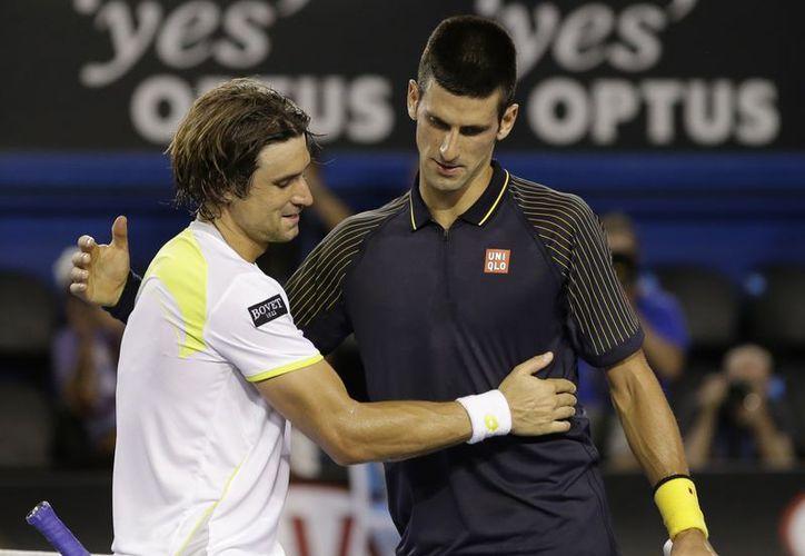 Djokovic saluda a Ferrer al término de la semifinal. (Agencias)