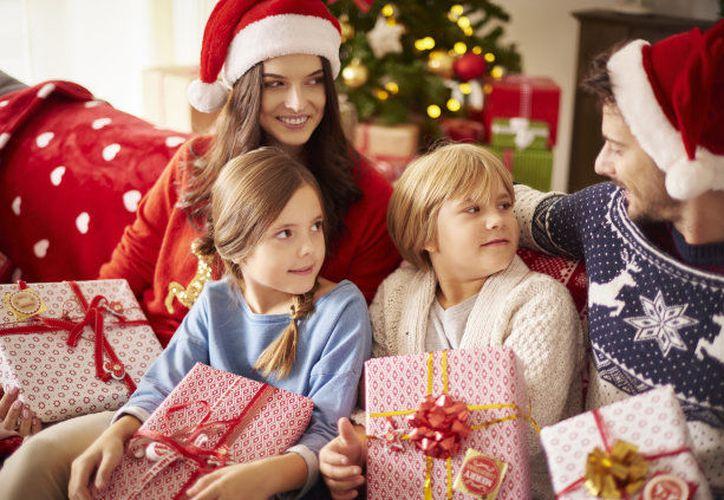 Habla con tus hijos para que conserven el espíritu navideño. (Huffington Post)