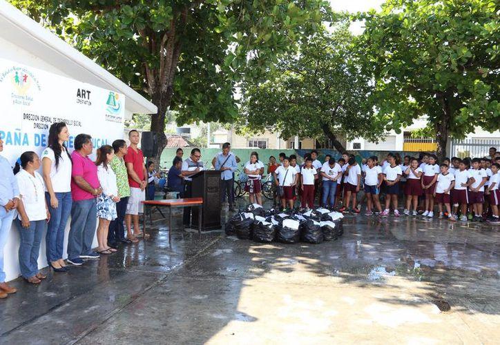 Alrededor de 6 mil estudiantes fueron beneficiados en Tulum. (Foto: Redacción)