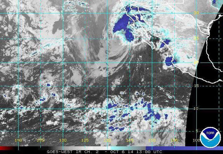 En el marco del avance del huracán Simón, hoy degradado a tormenta tropical, se utilizó un avión caza huracanes. (ssd.noaa.gov)