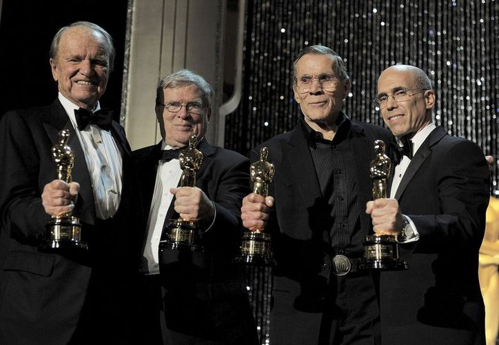 Ganadores de los Oscares honorarios: George Stevens Jr., DA Pennebaker, Hal Needham y Jeffrey Katzenberg. (Agencias)