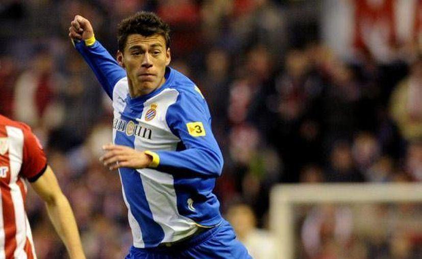 El jugador mexicano realizó las últimas pruebas en las instalaciones del club en Sant Adria. (p2.trrsf.com)