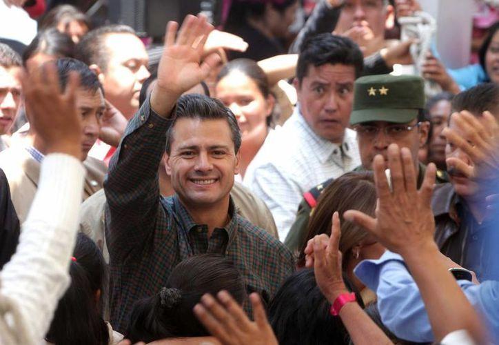 El presidente Enrique Peña Nieto convivió con mámás en El Carmen Tequexquitla, Tlaxcala. (Notimex/Archivo)