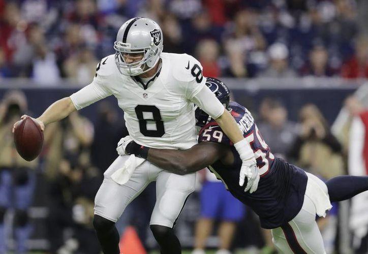 Los Raiders deben esperar la aprobación de 24 de los 32 equipos para poder realizar la mudanza a Las Vegas.(Eric Gay/AP)