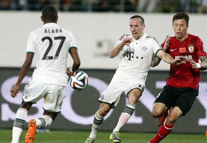 El Guangzhou Evergrande de China no pudo hacer nada contra el embate del Bayern Munich en el partido jugado en el estadio Adrar, en semifinales del Mundial de Clubes en Marruecos. (Agencias)