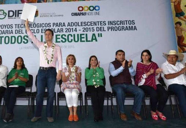 Conectar a Chiapas a través de carreteras, así como llevar servicios a zonas marginadas, han sido prioridad para la administración de Manuel Velasco. (Foto: Cortesía)