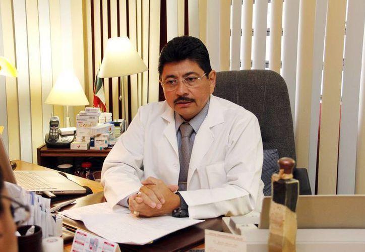 Doctor Jacinto Herrera, especialista en Reumatología, aseguró que se espera una asistencia de mil 500 personas al evento. (Milenio Novedades)