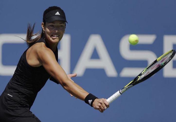 Ana Ivanovic (foto) tuvo dificultades para meter su primer saque y cometió 39 errores no forzados en su encuentro ante Karolina Pliskova. (AP)