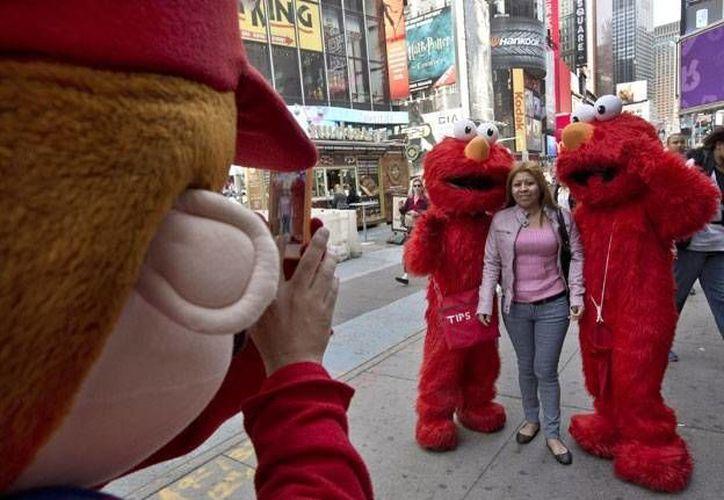 La mayoría de las personas que trabajan disfrazadas de personajes famosos lo hacen sin autorización de  los propietarios de los derechos de autor. (diariouno.com.ar)