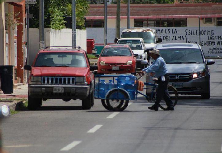 Una empresa de venta de agua purificada fue sancionada por la Cofepris este verano. (Adrián Barreto/SIPSE)