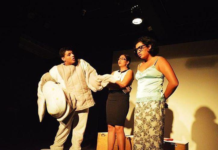 """""""Moby: poeta ballena"""" cuenta la historia de un chico que trabaja de botarga para pagar sus estudios. (Alejandra Flores/SIPSE)"""