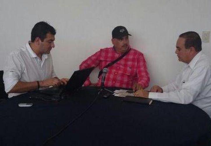 La Procuraduría de Michoacán difundió en Twitter una fotografía donde se ve a 'El Americano' vestido con una camisa rosa a cuadros (Tomada de Twitter/@MichoacanPGJ)