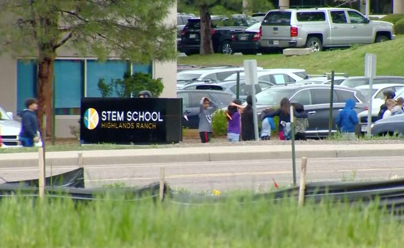 El incidente ocurrió después de la 1:00 pm (hora local) en el centro de estudios ubicado a unas 15 millas de Denver en el suburbio de Highlands Ranch. (Internet)