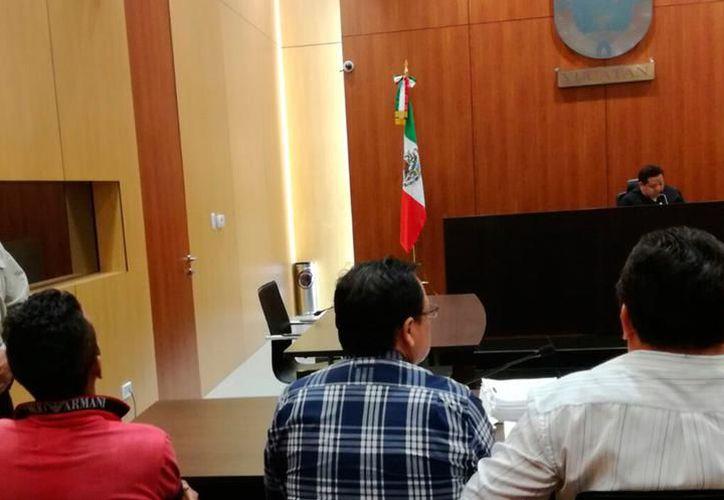 Personal administrativo del Poder Judicial en el Centro de Justicia Oral de Mérida permite el acceso con bolsas y mochilas sin previa revisión. (SIPSE)