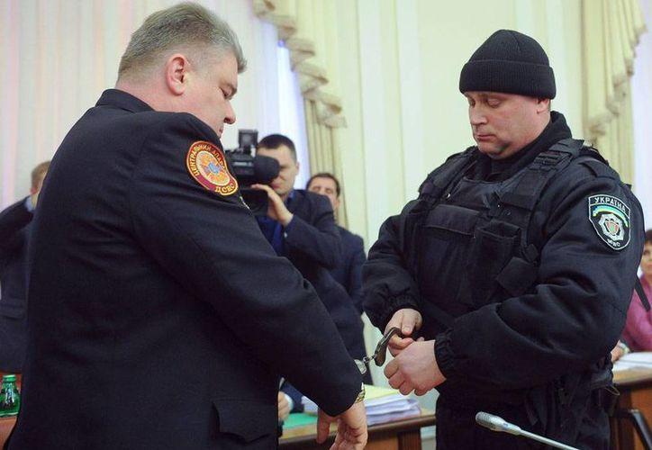 Serhiy Bochkovsky, jefe de los Servicios de Emergencia de Ucrania, fue detenido en plena reunión televisada del gabinete, en Ucrania. (AP)