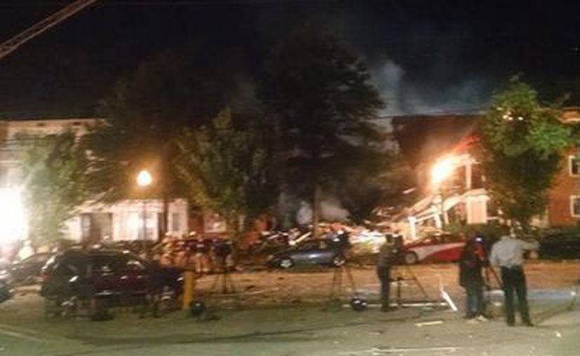 Imagen del incendio en los apartamentos de Piney Branch Road en Silver Spring, Maryland. (Montgomery County Fire and Rescue via AP)