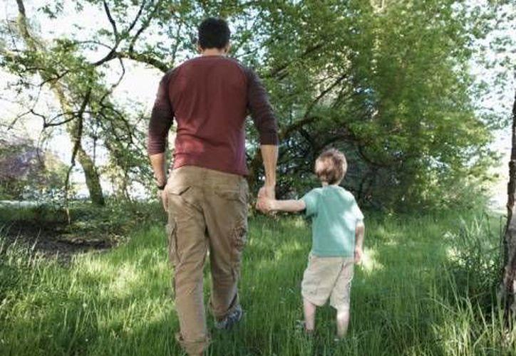 Nunca suelte a sus hijos de la mano. Bastan cinco segundos para que lo tomen de la mano o la cintura y se los lleven. (Contexto/Internet)