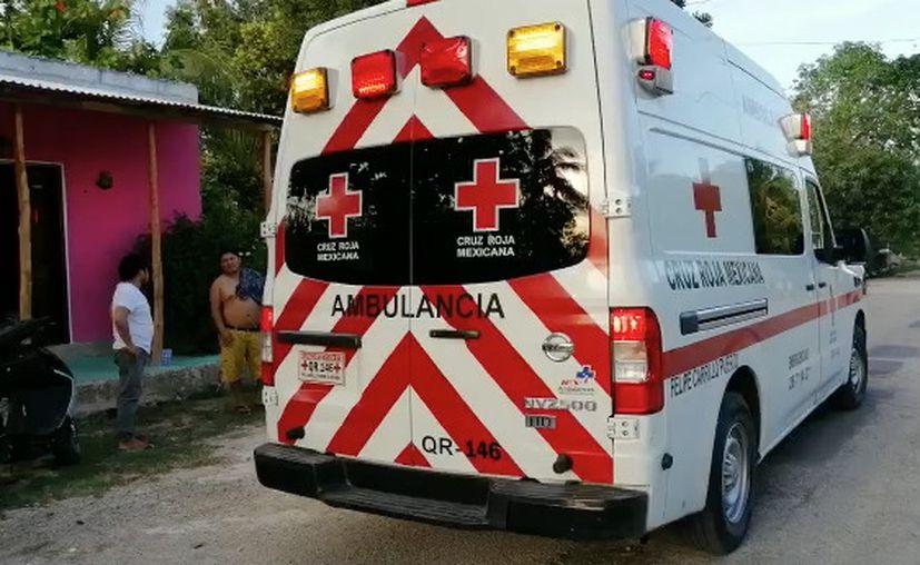 Los paramédicos atendieron al menor en la colonia Mario Villanueva Madrid. (Jesús Caamal/SIPSE)