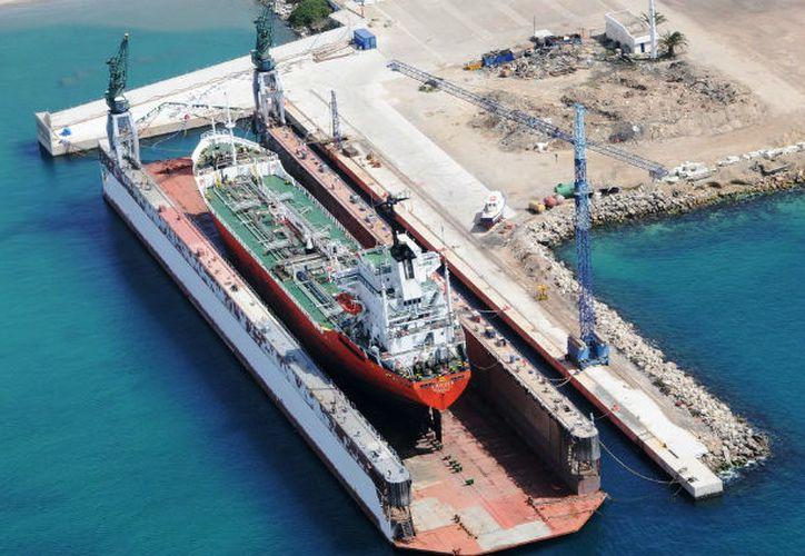 La semana que viene, la Estación de reparaciones a flote, en Progreso, recibirá el primer barco de aguas profundas, para darle mantenimiento. (Milenio Novedades)