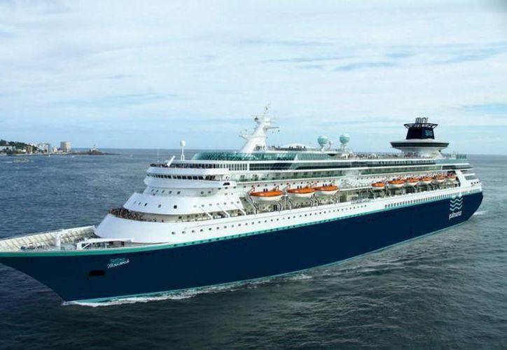 El 'Monarch' es de los más nuevos y grandes cruceros de Pullmantur, con capacidad para 2,752 pasajeros, distribuidos en 12 cubiertas totalmente equipadas. (Óscar Pérez/SIPSE)