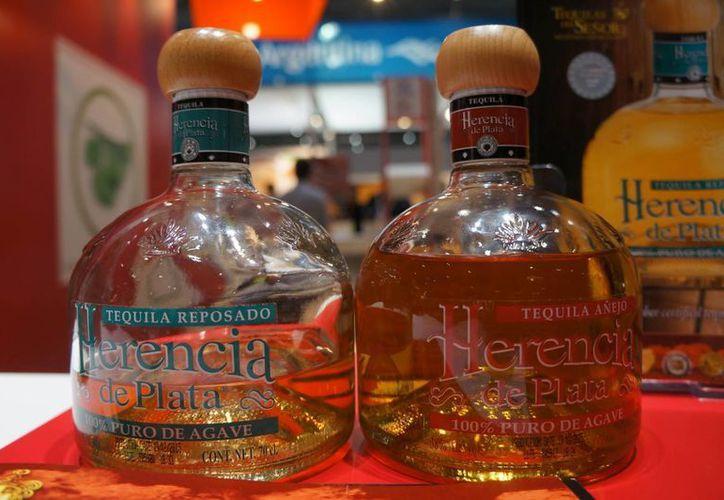 La industria mexicana del tequila vislumbra un potencial de 300 millones de posibles consumidores en China. (Archivo/Notimex)