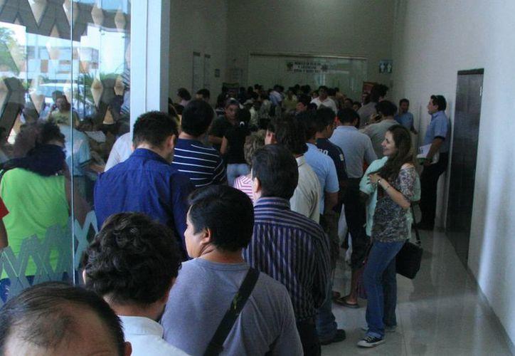 El próximo lunes se sabrá la cifra de personas que no realizaron el trámite para la exención de tenencia 2012. (José Acosta/SIPSE)