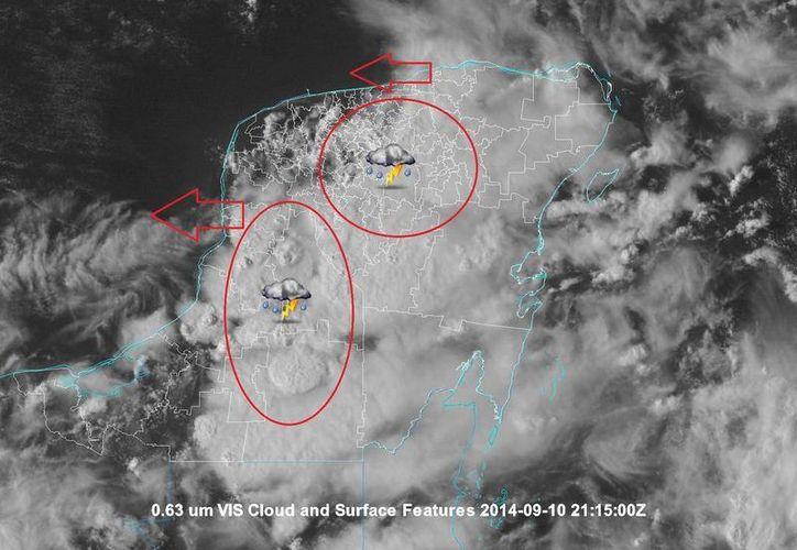 Intensa nubosidad cubre la Península de Yucatán, a causa de la onda tropical 29. (@ClimaYucatan)