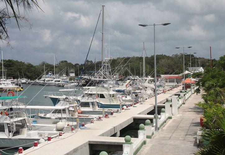 La marina se ubica en la zona hotelera norte. (Julián Miranda/SIPSE)