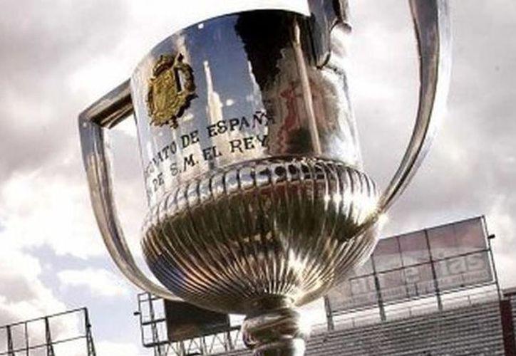 Barcelona busca el tercer lugar de La Liga y el Sevilla se medirá al 'caballo negro'. (Foto: Televisa)