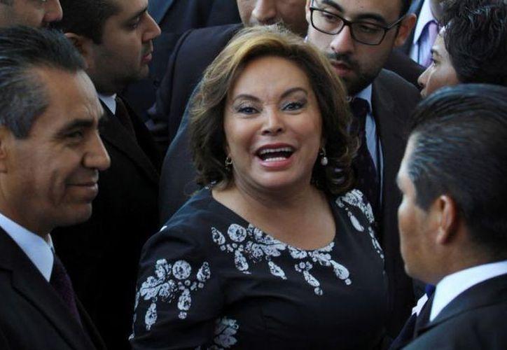 La ex coordinadora del SNTE se defiende de la orden de captura con un amparo. (Foto: Milenio.com)