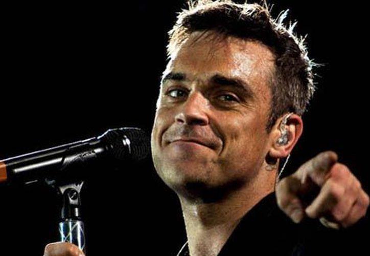 El cantante Robbie Williams alcanzó reconocimiento por su estilo extravagante desde el principio de su carrera. (Contexto/ Internet)
