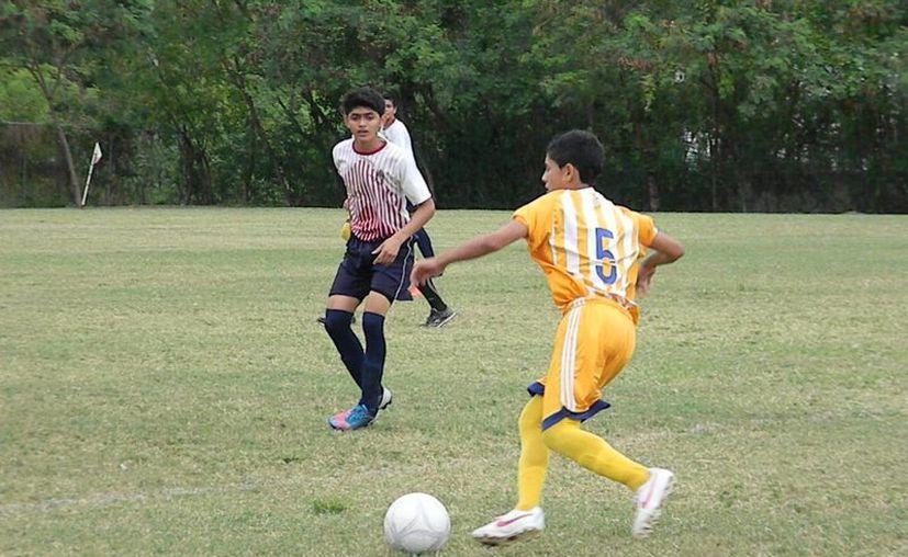 Los tres equipos del municipio de Benito Juárez están obligados a ganar por dos goles de diferencia. (Ángel Mazariego/SIPSE)