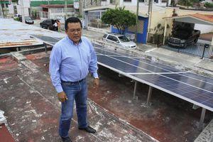 Usuaria de Chetumal, con energía eléctrica <i>gratis</i> por 25 años