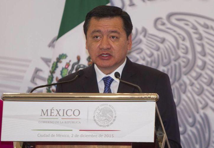 Miguel Ángel Osorio Chong, secretario de Gobernación, afirmó que en el país existen mil 800 corporaciones sin control y con una estructura débil. (Archivo/Notimex)