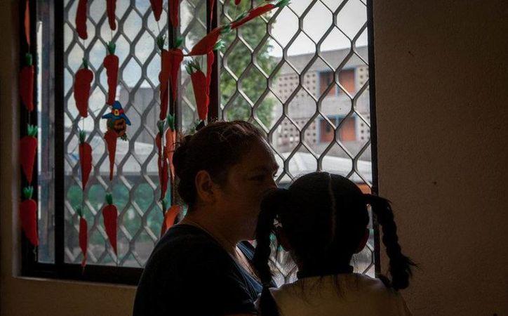 Rosa purga una pena de 25 años por homicidio y vive en el penal de Santa Martha con su hija. (Oswaldo Ramírez/elpais.com)