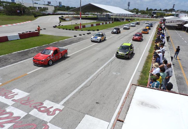 Regresan las emociones de la velocidad al Autódromo Internacional de Cancún. (Raúl Caballero/SIPSE)