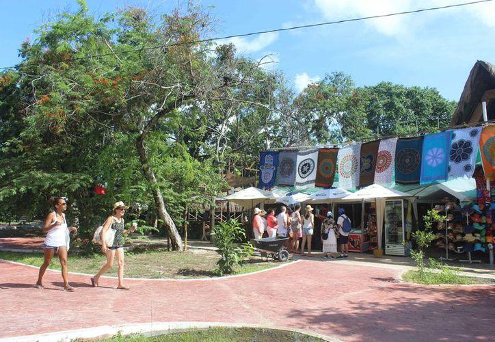 Es notable la presencia de turistas en varios puntos del destino vacacional. (Sara Cauich/SIPSE)