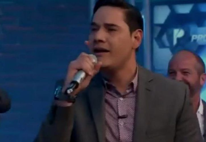 El momento fue compartido en redes sociales, y se aprecia a Moisés Muñoz, ex portero del América en el karaoke. (Captura de pantalla/Los Protagonistas)