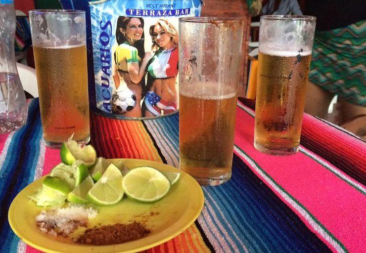 En Cancún existe un doble consumidor de cerveza: el local y extranjero. (Victoria González/SIPSE)