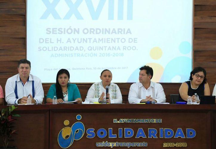 La sesión la encabezó la presidenta municipal, Cristina Torres Gómez. (Cortesía)