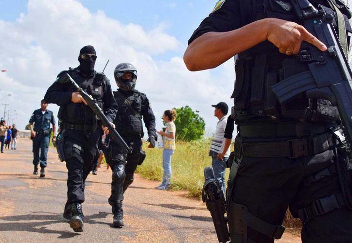 Las autoridades dijeron que la banda Familia del Norte, aliada al Comando Rojo, llevó a cabo las ejecuciones en esa revuelta. Imagen del operativo de seguridad en una cárcel de Brasil. (Rodrigo Sales/Futura Press via AP)