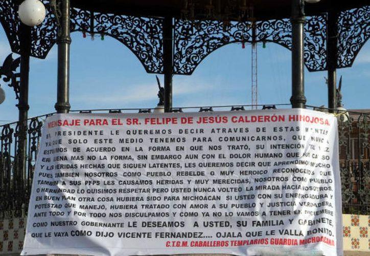 En Morelia apareció ayer una manta con un mensaje al Presidente, firmada por el grupo delictivo. (Reforma)