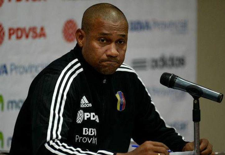 Este martes Noel Sanvicente, entrenador de Venezuela afirmó que está dispuesto a renunciar si así contribuye a resolver el conflicto que amenaza con desmembrar al equipo. (Archivo EFE)