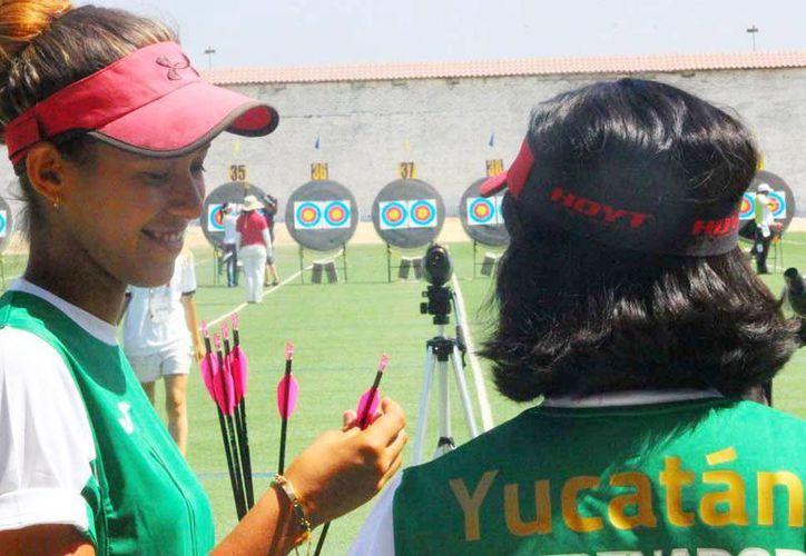 La arquera yucateca Esmeralda Sánchez Morales ganó un par de metales en el último día de competencias en distancias y la sumatoria, celebrado en Tijuana, Baja California. (Milenio Novedades)