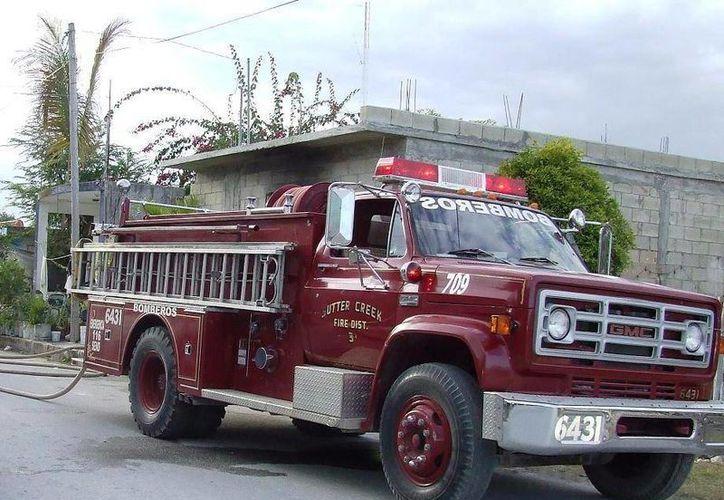 Los bomberos dicen que no son bien pagados y las condiciones materiales con que se desempeñan no es la correcta. (Rossy López/SIPSE)