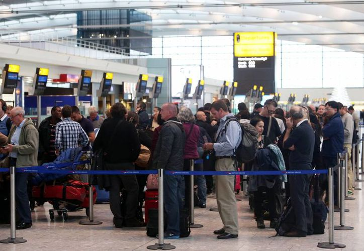 Se estima que el problema técnico que afectó no solo a Inglaterra sino incluso al aeropuerto internacional de Dublín quede resuelto esta tarde. (Agencias)