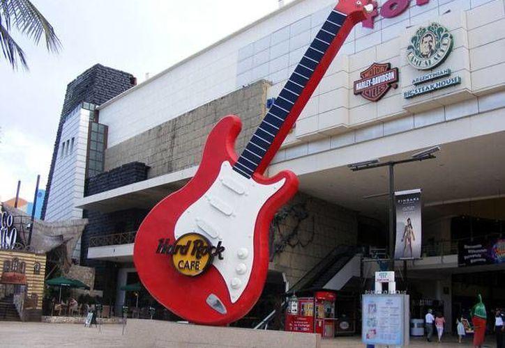 La marca Hard Rock llegó a México en 1989. En la imagen, la fachada del bar en Cancún. (vacacionesencancun.com)