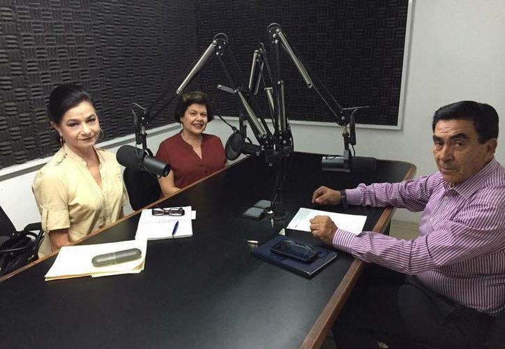Mari Liz Escalante, Alis García y Salvador González Gutiérrez durante la transmisión del programa. (Milenio Novedades)